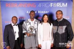 Fondateur Rebranding Africa Forum Thierry HOT avec les 3 candidats de l'Innovation Time