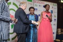 Ministre Flahaut remet le Rebranding Africa Award à Cécile Kyenge, Députée européenne